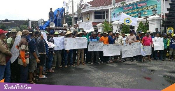Petani di Pati Gelar Unjuk Rasa, Tolak Impor Beras