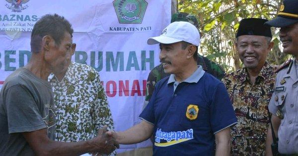 Bupati Haryanto Salurkan Bantuan Baznas Pati, Bagi Korban Rumah Terbakar di Jakenan