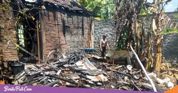 Bara Tungku Kayu Jilat Dapur Rumah Warga Mulyoharjo Pati