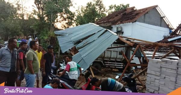 Angin Puting Beliung Robohkan Satu Rumah di Desa Wegil Sukolilo, Tujuh Lainnya Rusak