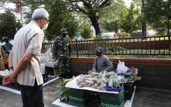 Kunjungi Pasar Puri Pati, Ganjar Ajak Dialog Pedagang